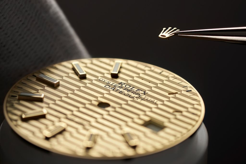 Setting up the appliques on the fluted motif dial of the Oyster Perpetual Datejust 36 - THE EDGE SINGAPORE