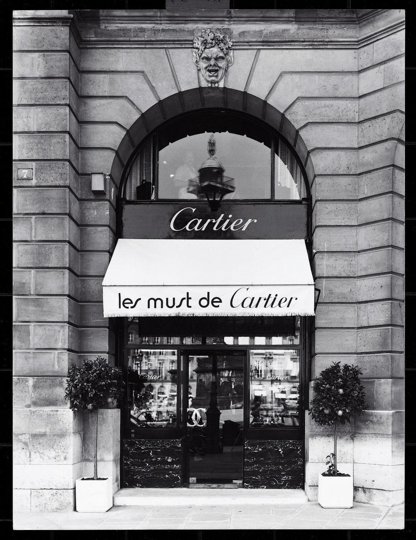 Les Must de Cartier logo on the façade of 44 Champs-Élysées
