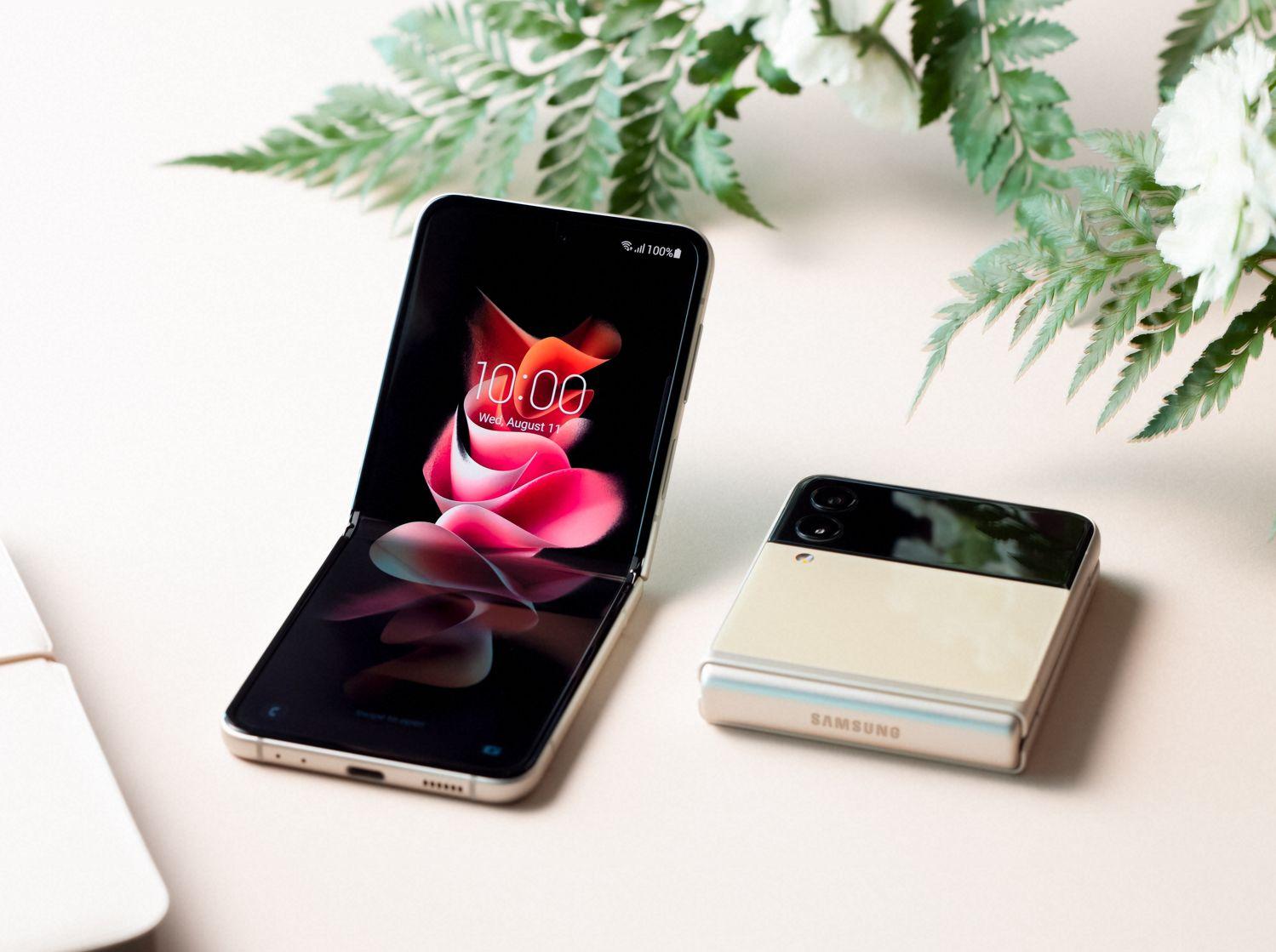 Samsung's latest Galaxy Z Flip3 5G - THE EDGE SINGAPORE
